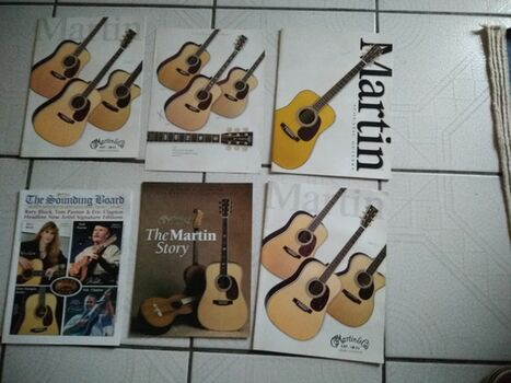 Lot de 6 catalogues sur les guitares MARTIN